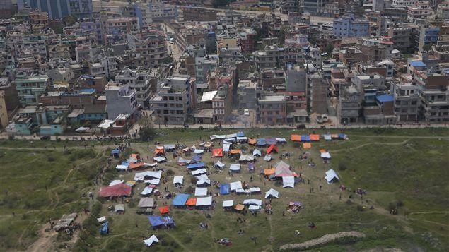 150426_my001_nepal-tentes_sn635