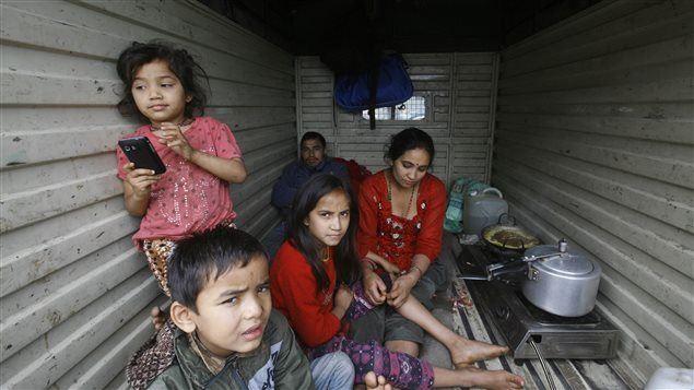 PC_150426_9j6qu_nepal-seisme-abri_sn635