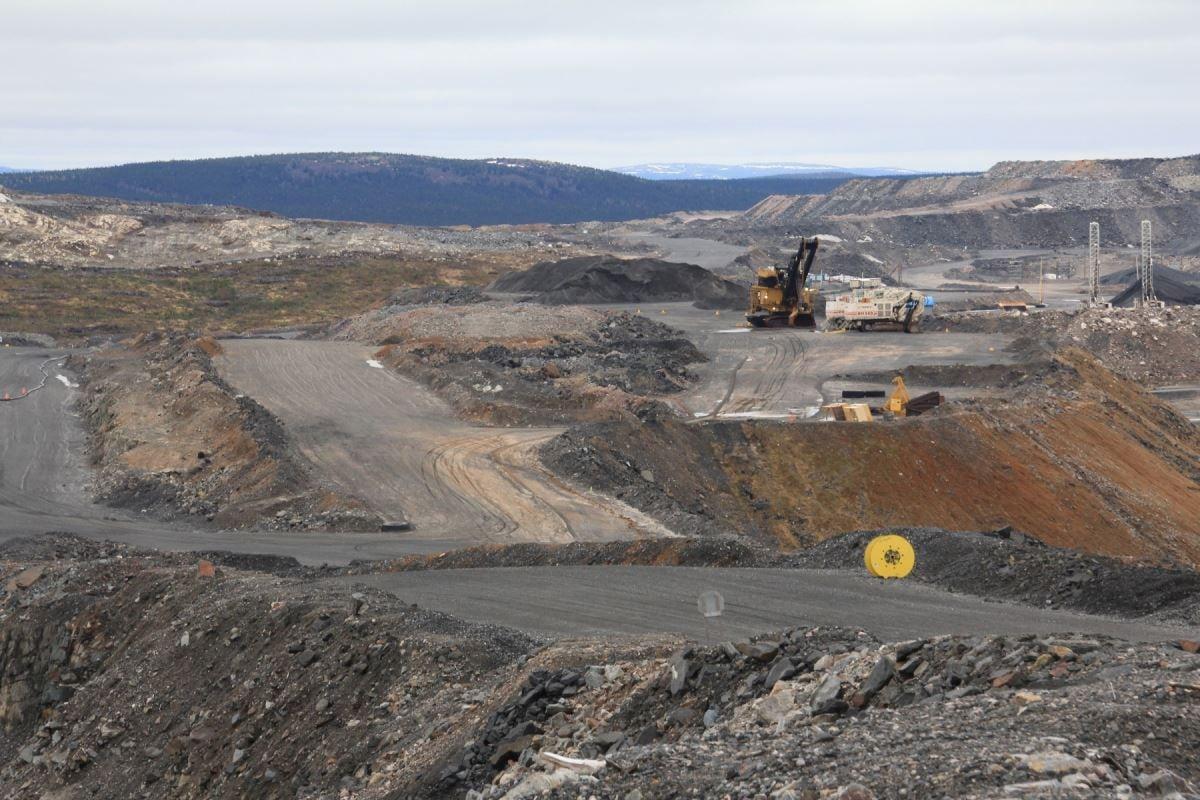 Vue sur la fosse de la mine