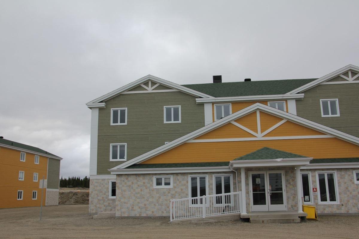 Un des deux hôtels acquis par Minerai de fer Québec, à Fermont