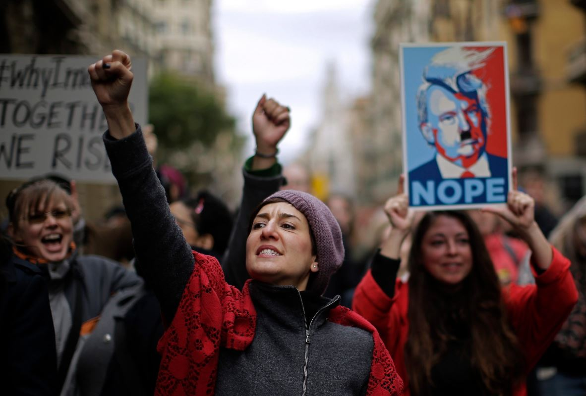 Des manifestantes anti-Trump en Espagne.