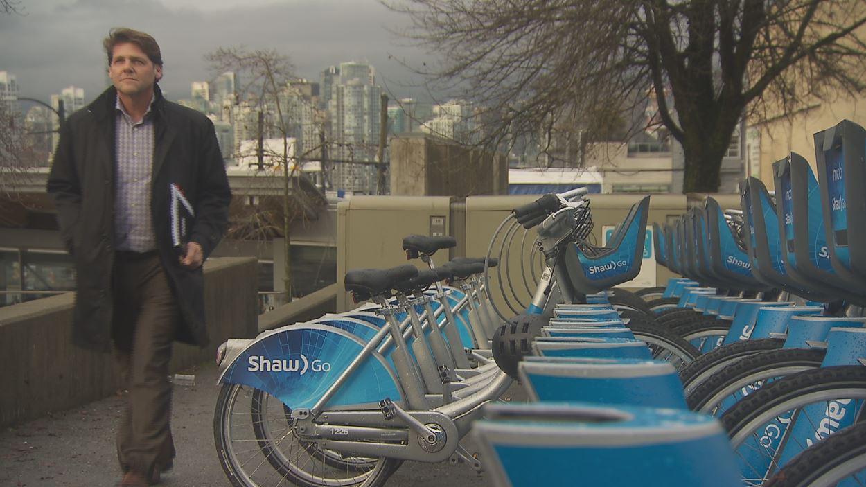 Le service de vélopartage Mobi, en opération depuis l'été dernier à Vancouver, fait partie de la stratégie du directeur des transports de la ville, Lon LaClaire.