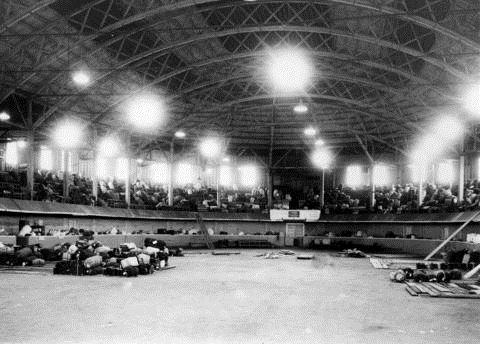 Dès leur arrivée dans les camps d'internement, les Japonais ont vu leurs biens confisqués.