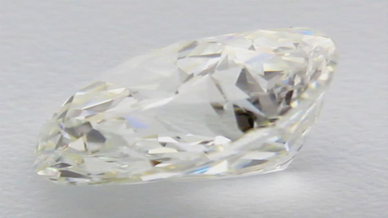 Gros plan d'un diamant de la série Syrius Star